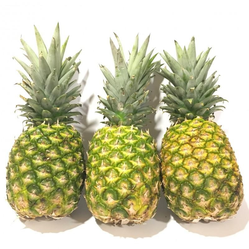Pineapples 3 total 5 to 6 kg